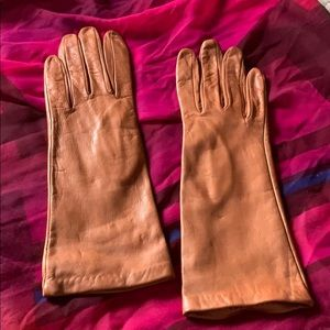 Brown leather mid-length gloves